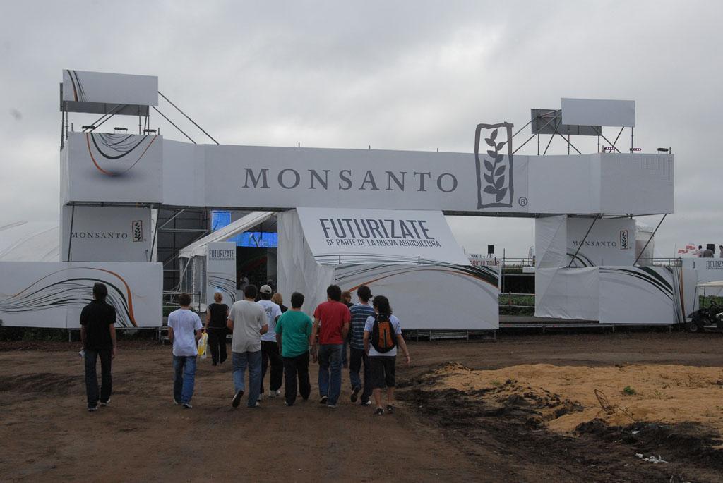 Expoagro Stands : Monsanto invita a descubrir expoagro u la exposición